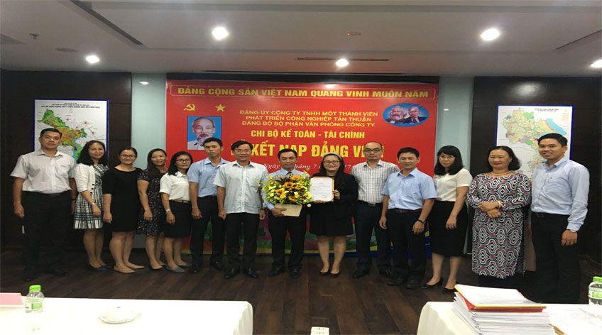 Lễ kết nạp Đảng viên chi bộ Kế toán - Tài chính