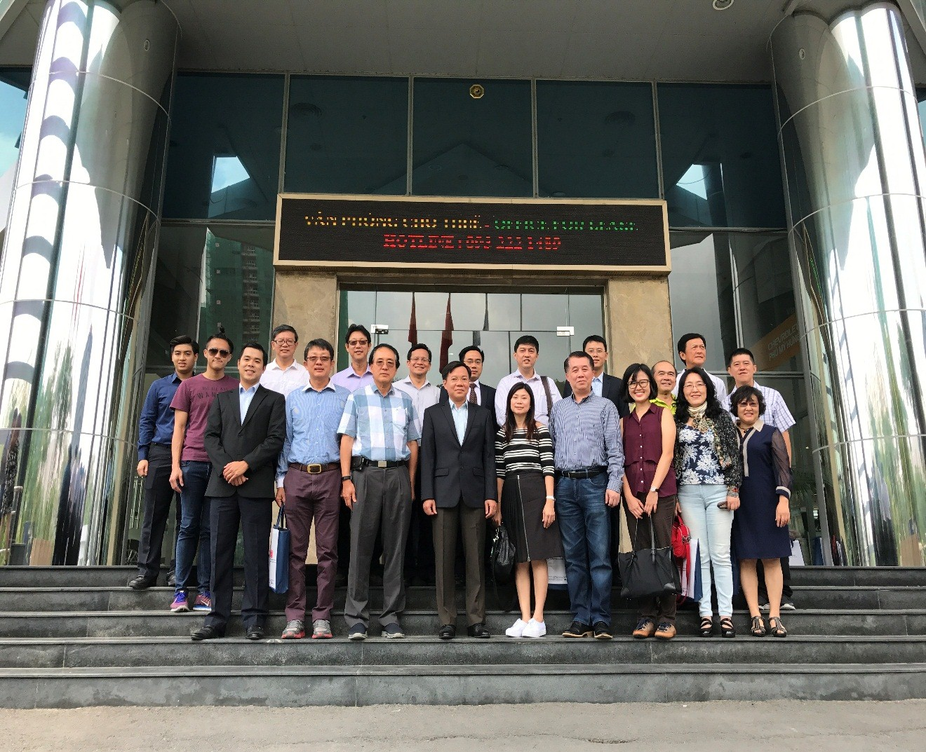 Làm việc với Đoàn cựu sinh viên trường Đại học Quốc gia Singapore vào ngày 26/5/2017