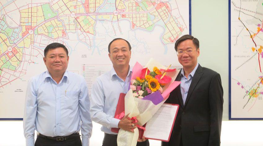 Trao quyết định bổ nhiệm chức danh Trưởng phòng Bồi thường Định cư Công ty TNHH MTV Phát triển Công nghiệp Tân Thuận