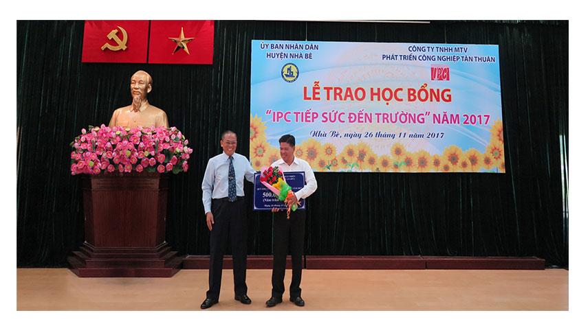 """Lễ trao học bổng """"IPC tiếp sức đến trường"""" năm 2017"""